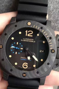 Panerai Luminor Submersible carbontech